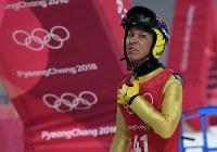 【平昌五輪】スキージャンプ男子ノーマルヒルの公式練習を終えて電光掲示板を見る葛西紀明=アルペンシア・ジャンプセンター2018年2月7日、山崎一輝撮影