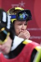 【平昌五輪】スキージャンプ男子ノーマルヒルの公式練習を終えて手を暖める葛西紀明=アルペンシア・ジャンプセンター2018年2月7日、山崎一輝撮影