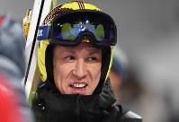 【平昌五輪】スキージャンプ男子ノーマルヒルの公式練習を終えて引き上げる葛西紀明=アルペンシア・ジャンプセンター2018年2月7日、山崎一輝撮影