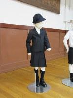 泰明小学校で導入予定のアルマーニの標準服=同小提供