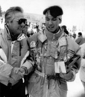 W杯で6位入賞を果たし喜ぶ葛西紀明(地崎工業)=1991年12月15日札幌市・大倉山競技場で