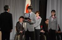 ソチ五輪日本代表選手団の結団式で、決意表明する主将の葛西紀明(中央)=東京都港区で2014年1月20日午後4時42分、宮間俊樹撮影