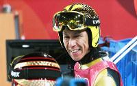 スキージャンプ男子ノーマルヒル試技後に笑顔を見せる葛西紀明=アルペンシア・ジャンプセンター2018年2月8日、山崎一輝撮影