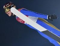 スキージャンプ男子ノーマルヒル予選での小林陵侑の飛躍=アルペンシア・ジャンプセンターで2018年2月8日、宮間俊樹撮影