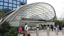 地下鉄7号線の1駅延伸で新設された34丁目・ハドソンヤード駅の入り口(写真は筆者撮影)