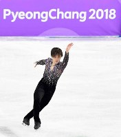 Japan's Shoma Uno performs during the short program of the figure skating team event at the Gangneung Ice Arena, on Feb. 9, 2018. (Mainichi)