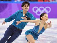 Miu Suzaki and Ryuichi Kihara perform during the pair short skate program at the Gangneung Ice Arena, on Feb. 9, 2018. (Mainichi)