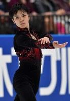 フィギュアスケートジャパンオープンで演技をする宇野昌磨=さいたまスーパーアリーナで2016年10月1日、西本勝撮影