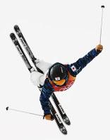 モーグル女子予選で第1エアを決める村田愛里咲=フェニックス・スノーパークで2018年2月9日、山崎一輝撮影