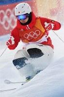 モーグル男子予選で滑走する原大智=フェニックス・スノーパークで2018年2月9日、山崎一輝撮影