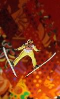 【ソチ五輪】スキージャンプ男子ラージヒル決勝で葛西紀明の1回目の飛躍=ロシア・ソチのルスキエゴルキ・センターで2014年2月15日、貝塚太一撮影