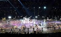 開会式のステージで演技する人たち=平昌五輪スタジアムで2018年2月9日、宮間俊樹撮影