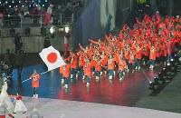 開会式で入場行進する日本選手団=韓国・平昌五輪スタジアムで2018年2月9日午後8時57分、手塚耕一郎撮影