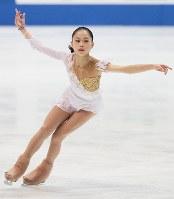 全日本選手権の女子フリーで、躍動感あふれる演技を見せる宮原知子=なみはやドームで2011年12月25日、幾島健太郎撮影
