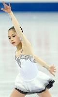 グランプリファイナル・ジュニア女子SPで華麗に演技する宮原知子=ロシア・ソチで2012年12月6日、貝塚太一撮影