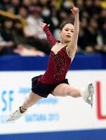 全日本選手権・女子フリー、躍動感ある演技を見せる宮原知子=さいたまスーパーアリーナで2013年12月23日、貝塚太一撮影