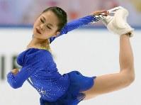 NHK杯・女子SPで力強い演技を見せる宮原知子=大阪・なみはやドームで2014年11月28日、宮武祐希撮影