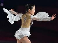 NHK杯・エキシビジョンで演技する宮原知子=長野市のビッグハットで2015年11月29日、宮間俊樹撮影