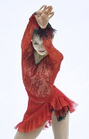 全日本選手権・女子SPで演技する宮原知子=真駒内セキスイハイムアイスアリーナで2015年12月26日、手塚耕一郎撮影