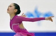 全日本選手権・女子フリーで演技する宮原知子=真駒内セキスイハイムアイスアリーナで2015年12月27日、手塚耕一郎撮影