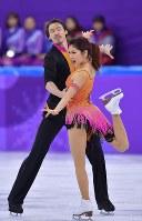 フィギュアスケート団体のアイスダンスSDで演技する村元哉中、クリス・リード組=韓国・江陵アイスアリーナで2018年2月11日、手塚耕一郎撮影