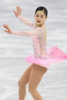 フィギュア団体の女子SPで演技する宮原知子=江陵アイスアリーナで2018年2月11日、佐々木順一撮影