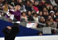 【フィギュアスケートNHK杯】 男子フリーで演技する田中刑事=長野市のビッグハットで2015年11月28日、宮間俊樹撮影
