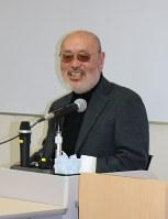 小説講座で講義する根本昌夫さん=東京都新宿区で、中川聡子撮影