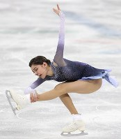 Evgenia Medvedeva, of the Olympic Athletes of Russia, skates during the ladies single short program of the figure skating team event, where she earned over 80 points for her performance to land her in first place, at the Gangneung Ice Arena at the 2018 Winter Olympics in Gangneung, South Korea, on Feb. 11, 2018. (Mainichi)