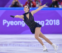 Canada's Kaetlyn Osmond skates during the ladies single short program of the figure skating team event at the Gangneung Ice Arena at the 2018 Winter Olympics in Gangneung, South Korea, on Feb. 11, 2018. (Mainichi)