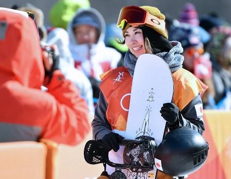 スノーボード女子スロープスタイル決勝2回目の滑りを終えて引きあげる9位の藤森由香=フェニックス・スノーパークで2018年2月12日、宮間俊樹撮影