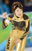 バンクーバー五輪女子1500メートル、納得のタイムでゴールしガッツポーズする小平奈緒=五輪オーバルで2010年2月21日、須賀川理撮影