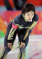 ソチ五輪・女子1000メートルで滑走を終え、肩を落とす小平奈緒=ソチのアドレル・アリーナで2014年2月13日、山本晋撮影