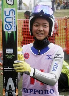 伊藤杯サマーファイナルで優勝した高梨沙羅選手(13)=大倉山ジャンプ競技場で10月18日午後1時半ごろ、金子淳撮影