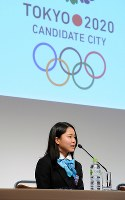 IOC評価委員会が来日し初日の日程を終え記者会見する高梨沙羅選手=東京都内のホテルで2013年3月4日午後8時45分、矢頭智剛撮影