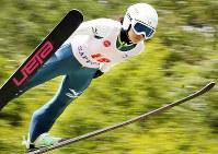 2回目に141メートルの大ジャンプで逆転優勝した高梨沙羅=札幌市大倉山ジャンプ競技場で2013年8月4日、貝塚太一撮影