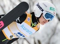 【スキージャンプ女子W杯個人第8戦】優勝した高梨沙羅の1回目のジャンプ=山形市蔵王ジャンプ台で2014年1月18日、木葉健二撮影