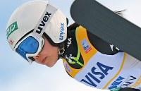 【スキージャンプW杯女子】高梨沙羅の1回目の飛躍=宮の森ジャンプ競技場で2016年1月16日、手塚耕一郎撮影