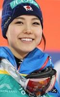 スキーW杯ジャンプ女子で2位となって個人総合優勝を決め、笑顔を見せる高梨沙羅=韓国・平昌で2017年2月15日、佐々木順一撮影