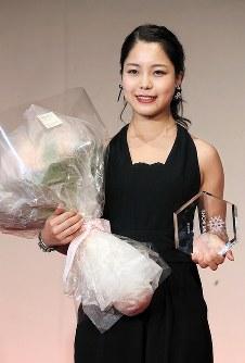 最優秀選手賞を受賞した高梨沙羅=東京都港区で2017年5月18日、佐々木順一撮影