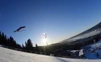 【スキージャンプ女子第3戦ラージヒル】高梨沙羅の1回目の飛躍=ノルウェー・リレハンメルで2017年12月3日、宮間俊樹撮影
