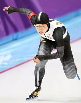 女子1500メートルで滑走する小平奈緒=江陵オーバルで2018年2月12日、佐々木順一撮影