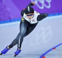 女子1500メートルを滑る高木美帆=江陵オーバルで2018年2月12日午後10時46分、手塚耕一郎撮影