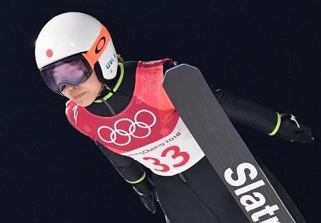 スキージャンプ女子、高梨沙羅の1回目の飛躍=アルペンシア・ジャンプセンターで2018年2月12日、宮間俊樹撮影