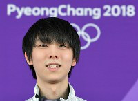 Figure skater Yuzuru Hanyu speaks at a news conference following a practice session at the Gangneung Ice Arena in South Korea on Feb. 13, 2018. (Mainichi)