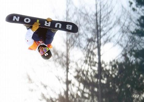 【平昌五輪】スノーボード男子ハーフパイプ予選2回目でエアを決める平野歩夢=フェニックス・スノーパークで2018年2月13日、山崎一輝撮影