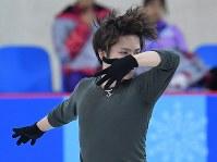 練習用リンクで調整する宇野昌磨=江陵アイスアリーナで2018年2月14日、手塚耕一郎撮影