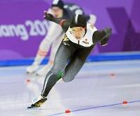 女子1000メートルを滑る小平奈緒=江陵オーバルで2018年2月14日、手塚耕一郎撮影