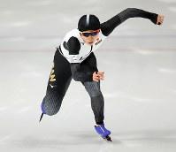 スピードスケート女子1000メートルで滑走する高木美帆=江陵オーバルで2018年2月14日、佐々木順一撮影