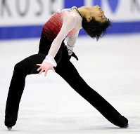 全日本選手権の男子フリーで演技する羽生結弦=真駒内セキスイハイムアイスアリーナで2012年12月22日、貝塚太一撮影